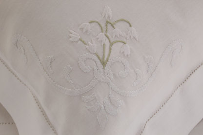 lenzuola matrimoniali ricamate fiori mughetti