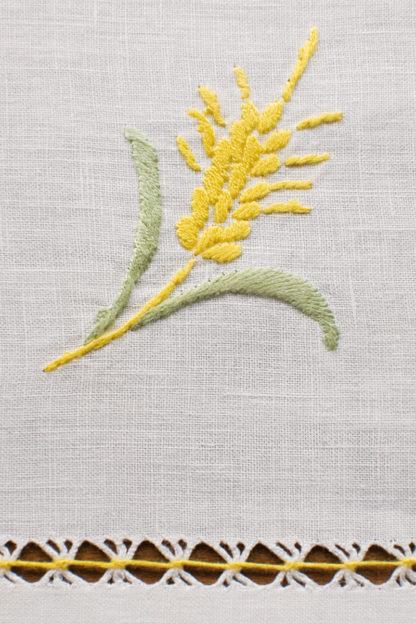 tovaglia ricamata fiori papaveri spighe