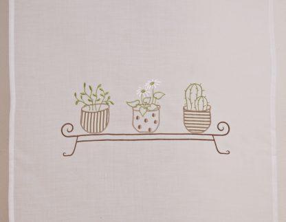 tende bianche ricami piante