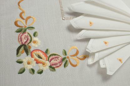 tovaglia ricamata frutta fiori